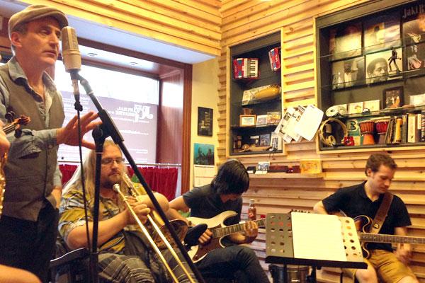 Joshua Edelman en la clase de Improvisación y Combo